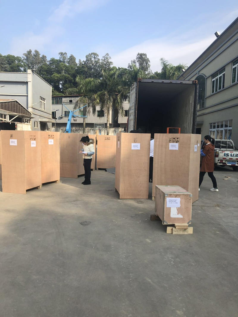 4 Containers of Zipper Machine Shipment This Week