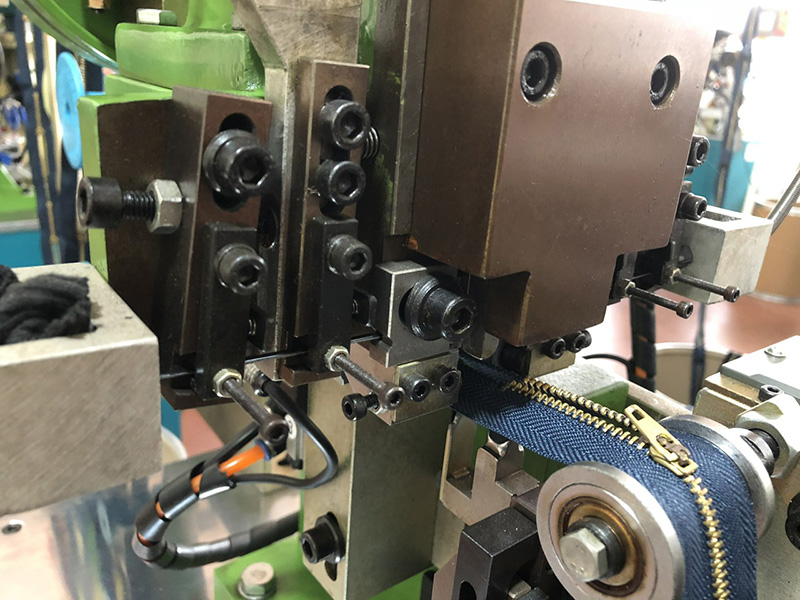 Zhenyu nylon zipper machine factory for apparel industry-2