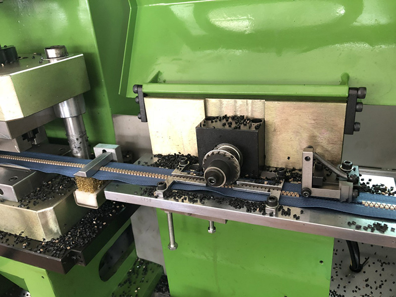 Zhenyu coil teeth remove machine manufacturers for apparel industry-2