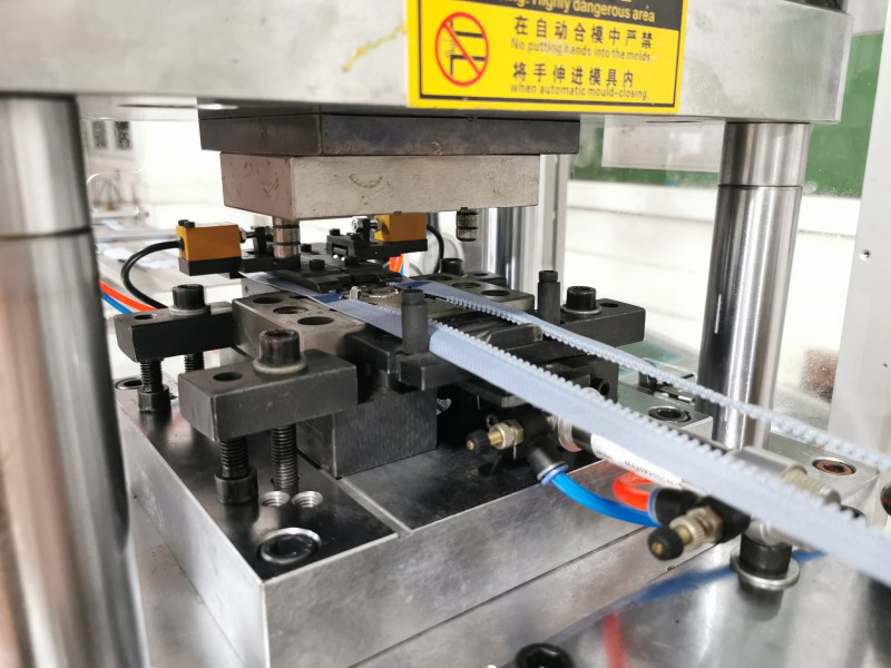 News plastic injection moulding machine factory for molded zipper production-2
